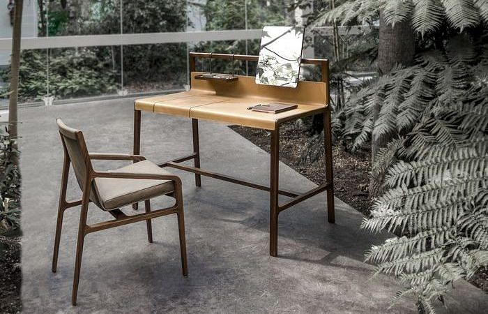 5 leather-clad designer desks for a luxurious study and home office title=