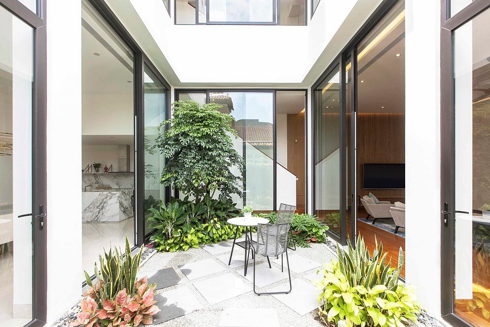 House Tour: A multi-generational semi-detached house that embraces privacy and openness title=