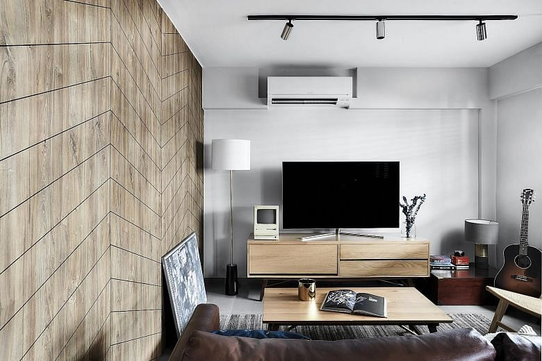 House Tour: Three-room resale HDB flat with earthy palette and cosy interiors title=