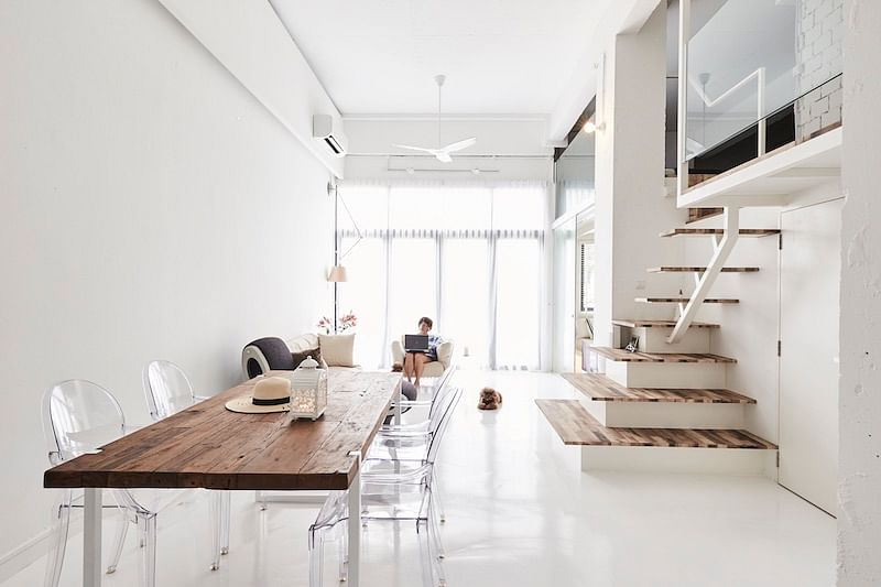 A bachelorette's mostly-white duplex condominium apartment in Bukit Batok title=