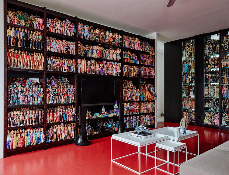 House Tour: Townhouse apartment in Serangoon decorated with 10,000 Barbie dolls! title=