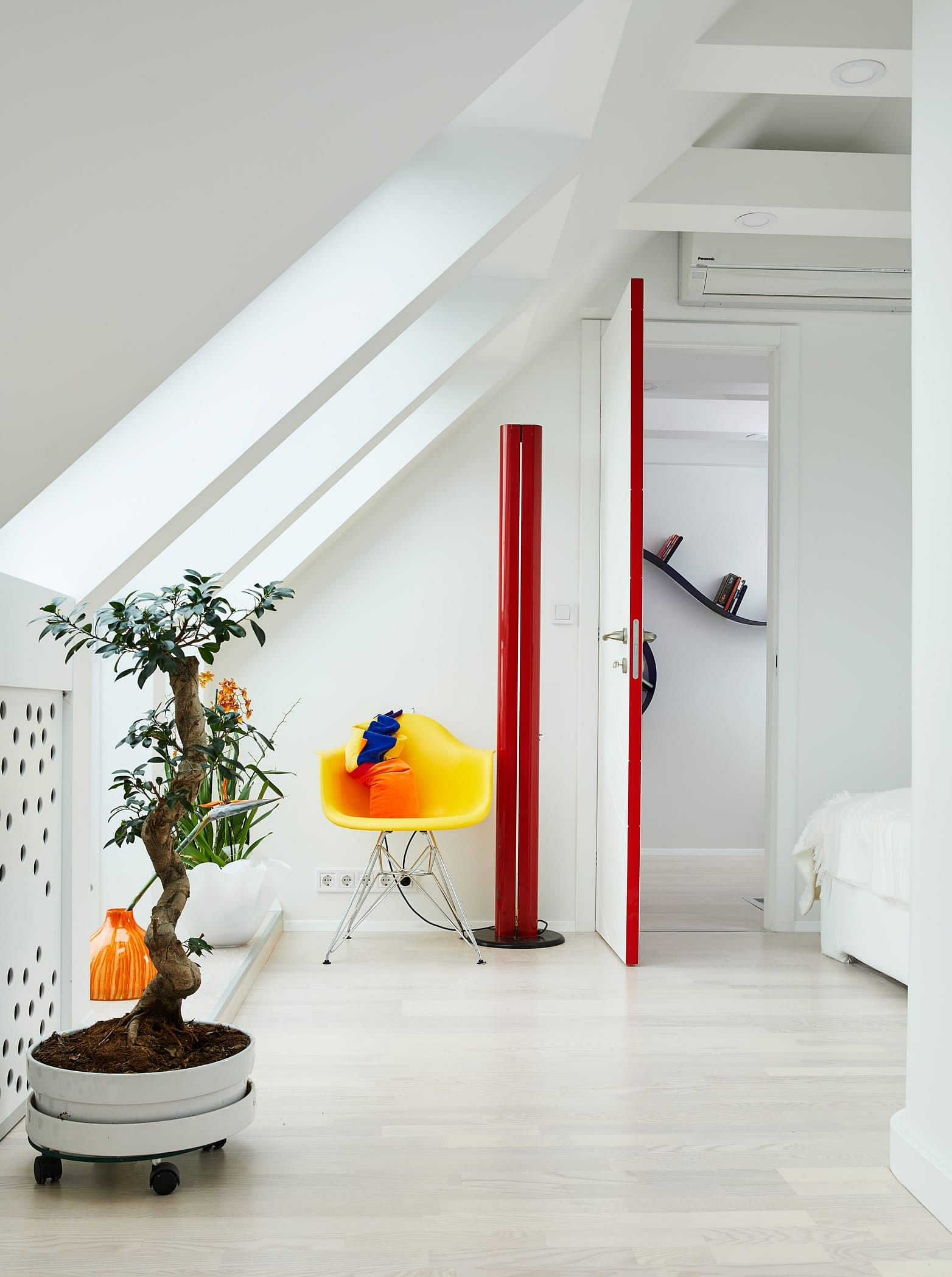 House Tour: A 110sqm all-white apartment decorated with neon-hued accessories title=
