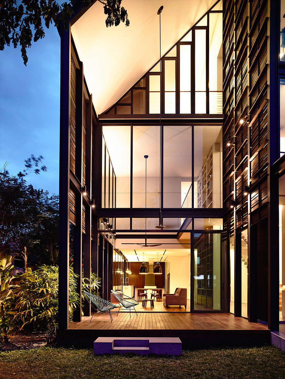 House Tour: This corner terrace house enjoys privacy, natural light and ventilation thanks to its clever architecture title=