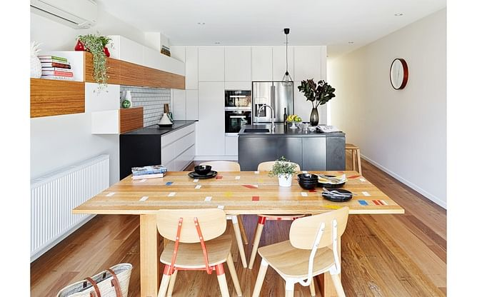 House Tour: A casual, contemporary home with pops of colour title=