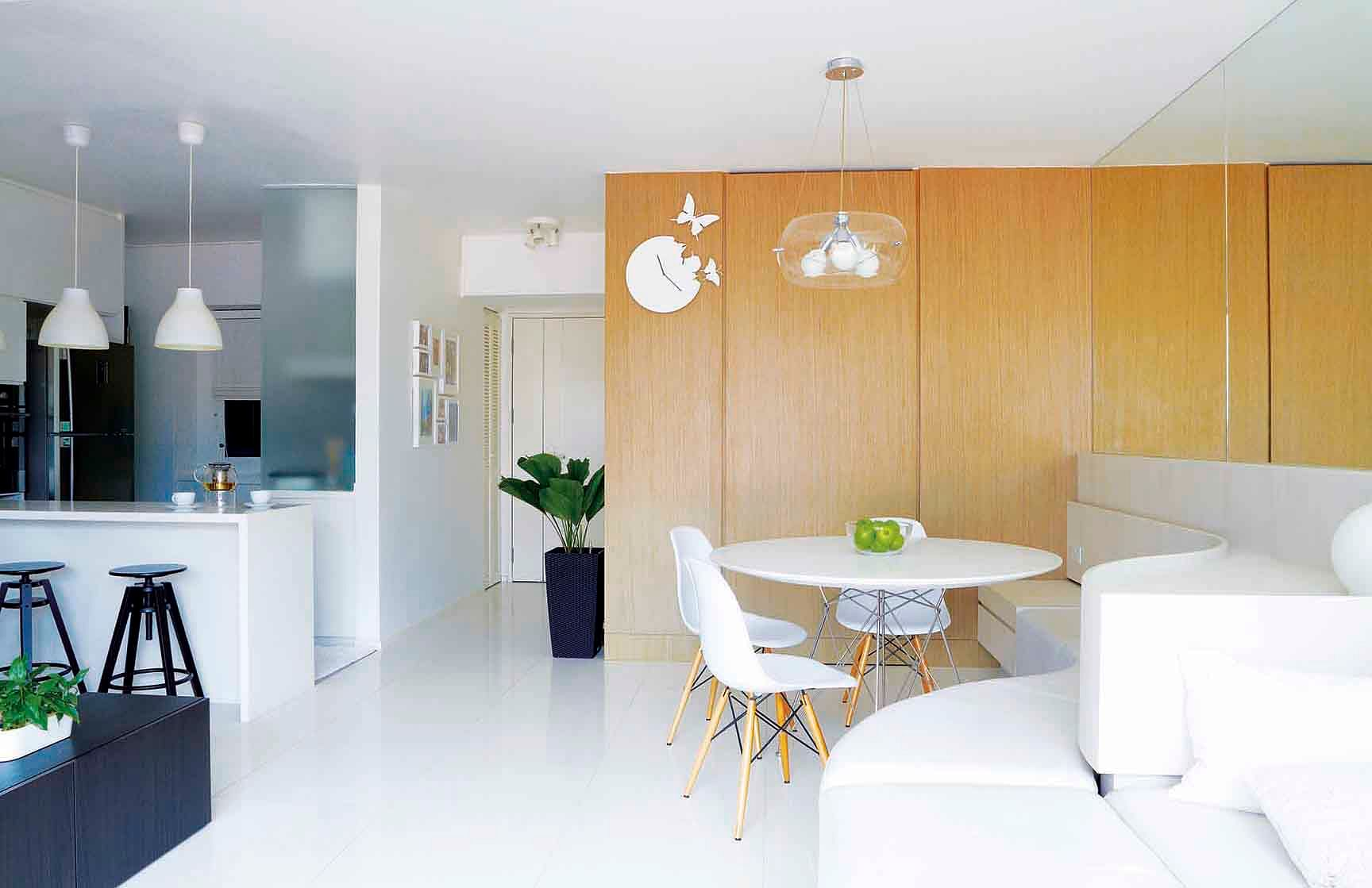 House Tour: Fluid spaces and space planning make this Pinnacle@Duxton flat look twice its size title=