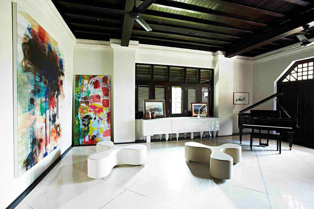 House Tour: Sprawling bungalow to house family and art collection title=