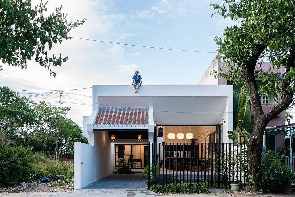 House Tour: Check out this modern kampong home with open spaces and a white palette title=