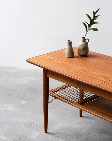 How to get the Mid-century modern look with 8 wood furniture title=