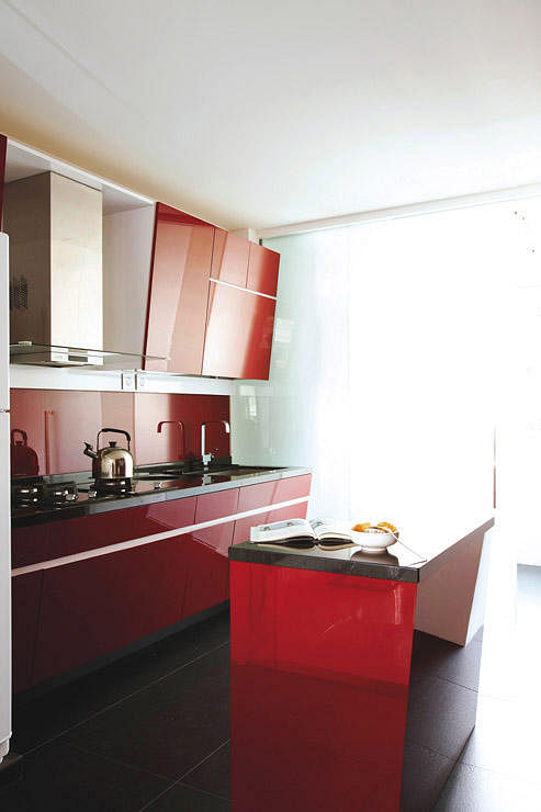 10 Ways To Inject Bold Colours Into Your Kitchen Home Decor