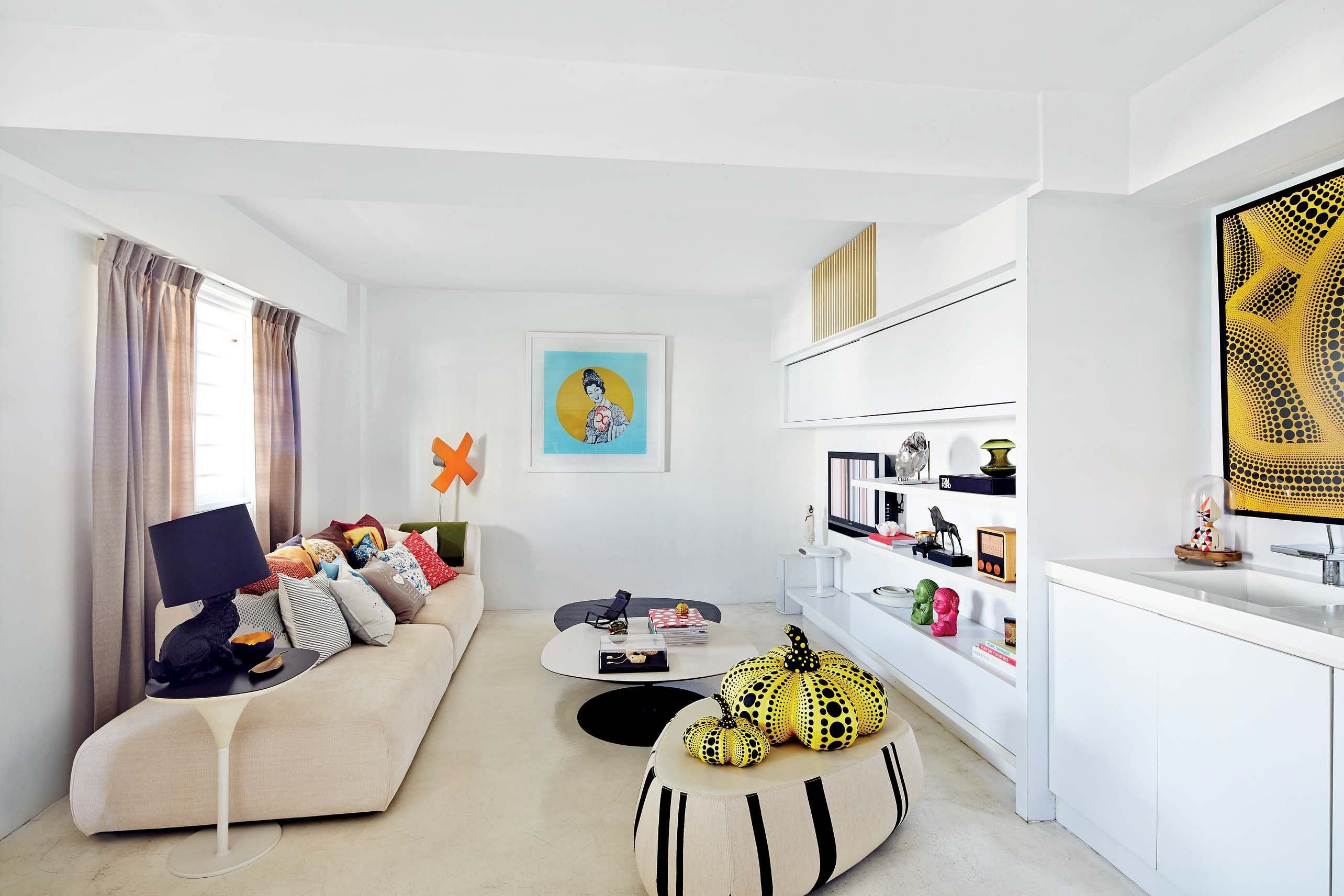 House Tour: The colourful accessories in this home brightens its all ...