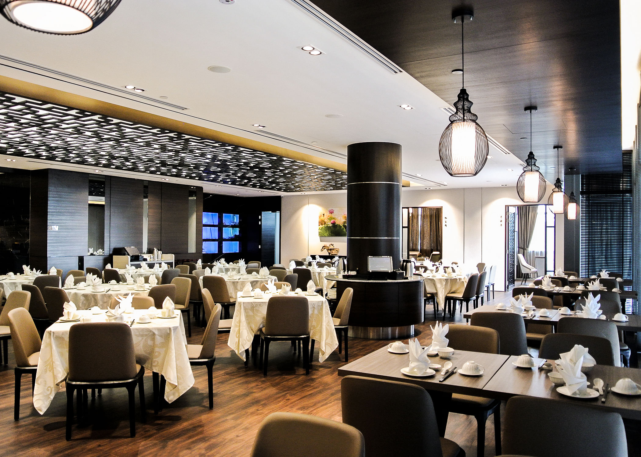 The Main Dining Area Is Contemporary And Trendy With An Attractive Elaborate Ceiling Panel Design Chic Neutral Colours Upholstered Furniture Warm
