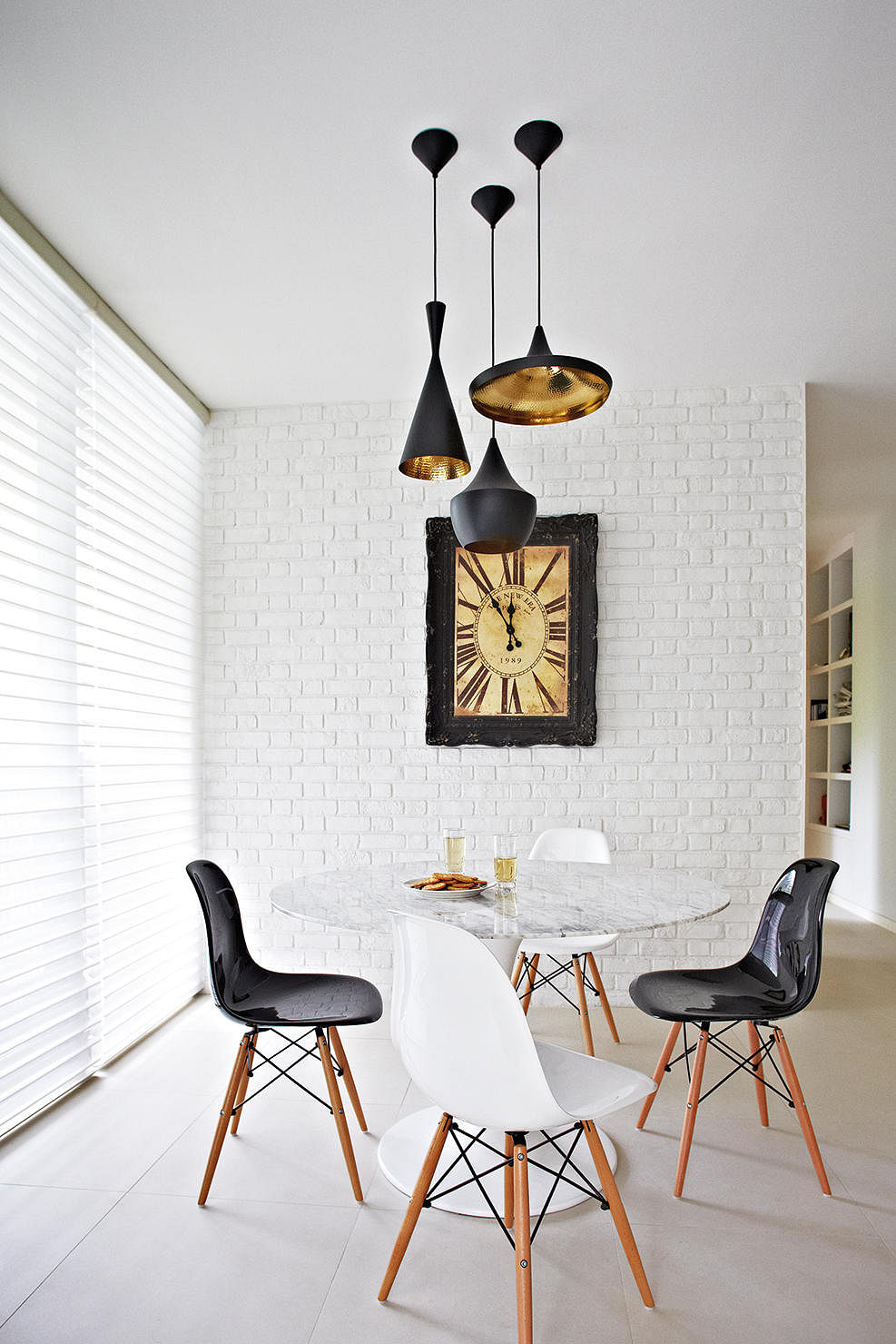 Wall Decor For Black Wall : Chic homes with white brick walls home decor singapore