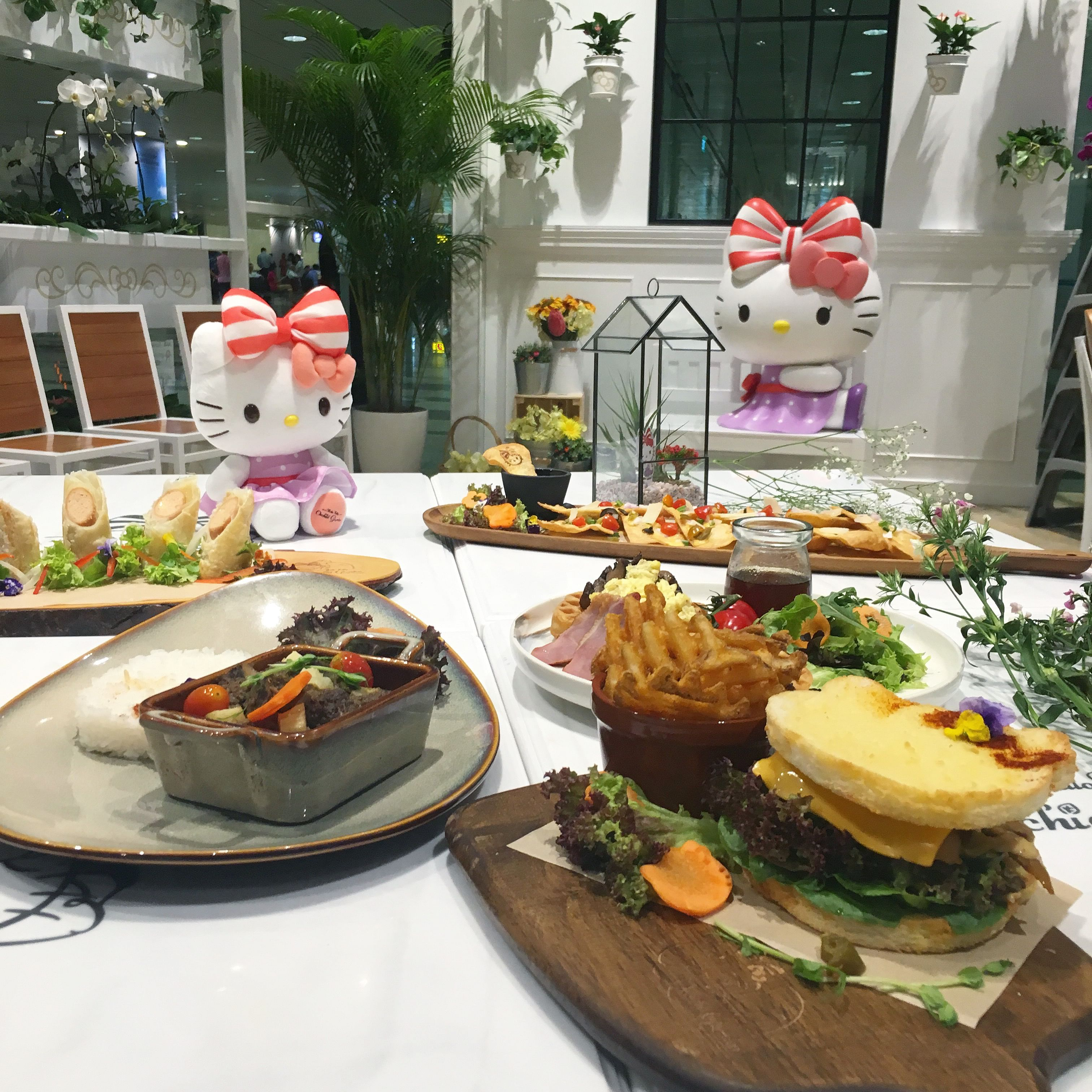 Home Decor Singapore: A 24-hour Hello Kitty Cafe At