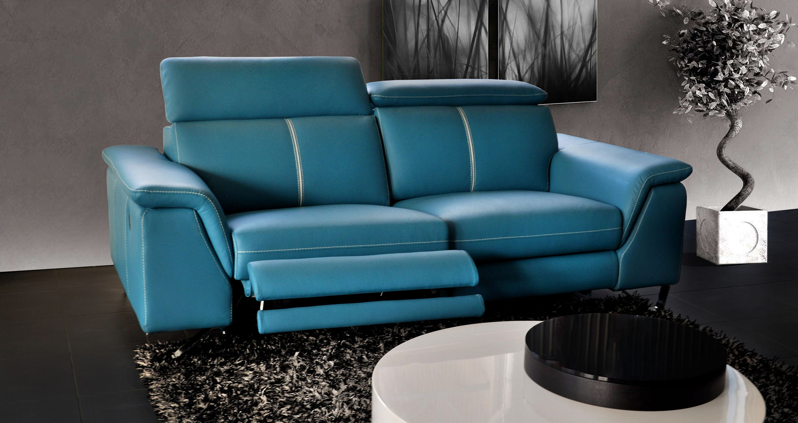 Be different – make your living room unique with these leather