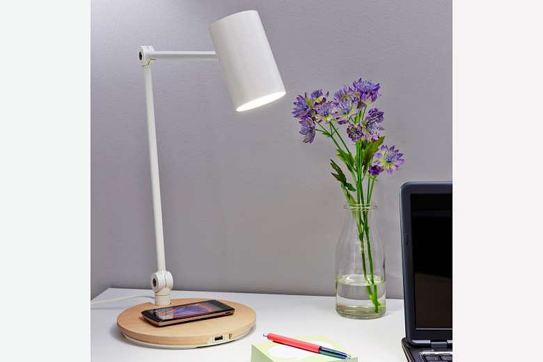 Can This Lamp Really Charge Your Mobile Gadgets Wirelessly