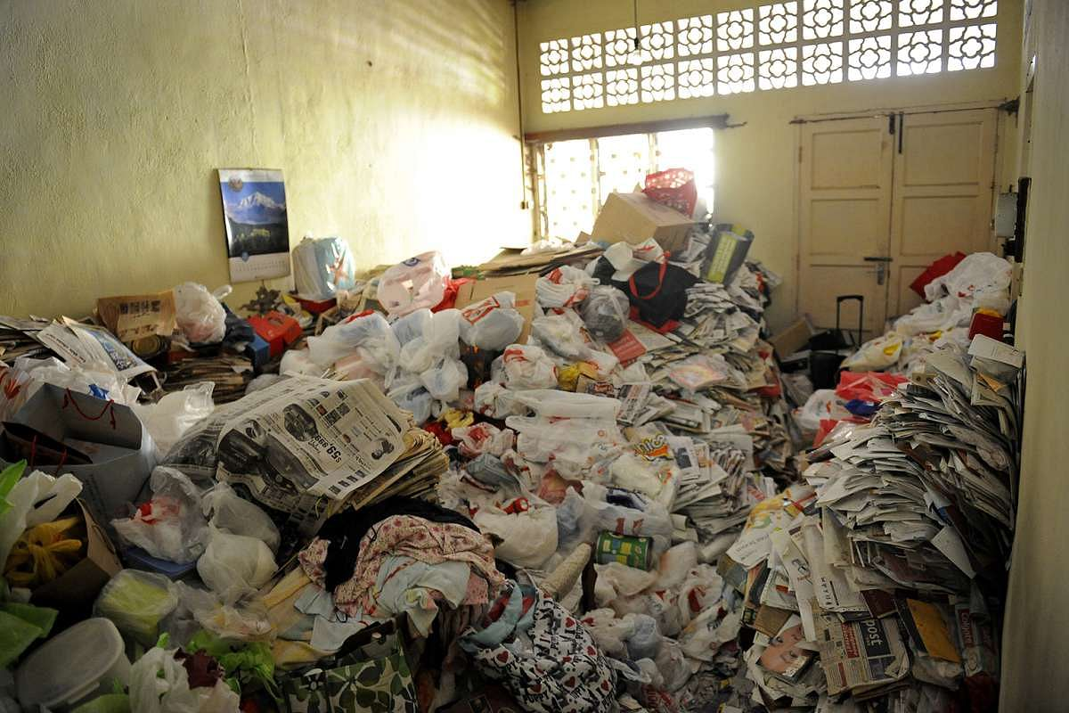 how to help someone with a hoarding problem? | home & decor singapore