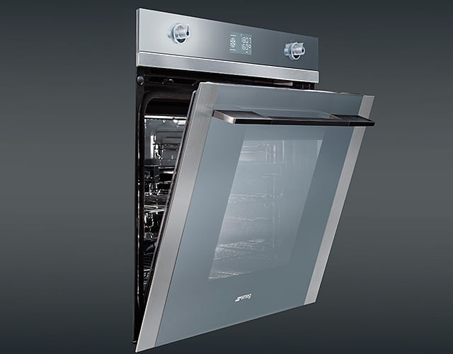 Review 3 Multi Function Ovens From Smeg Hitachi And Panasonic