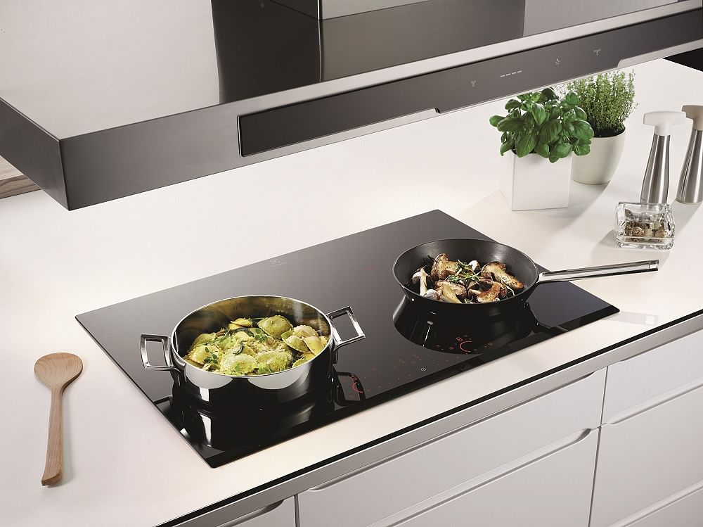 The Electrolux Inifinite Pure Zoneless Ehd8740fok Induction Hob Allows You To Use Pots And Pans Of Diffe Shapes Sizes As Has Ger Heat