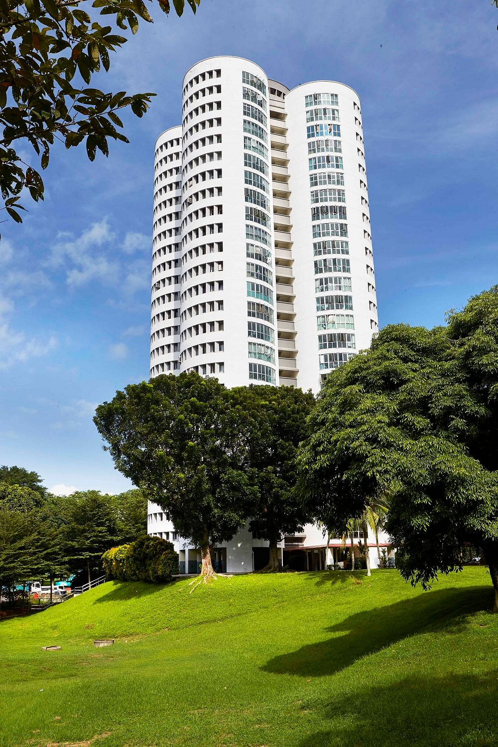 Hdb interior design in singapore 4 room flat at jurong east hwa li - Another Unusual Only In Ang Mo Kio Design Is Blk 259 Ang Mo Kio Ave 2 Singapore S Only Circular Housing Board Hdb Block The Spacious 5 Roomed