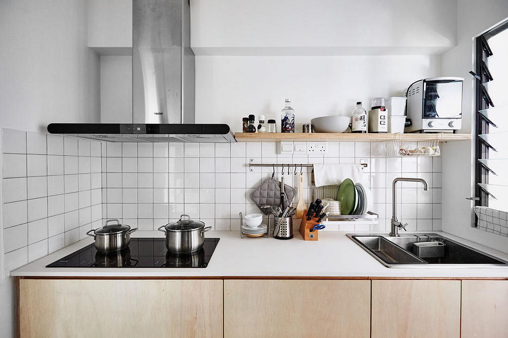 kitchens kitchen simple hdb practical flat wood singapore tips space ong jq appliances organisation streamlined tone stylish simply maintaining decor