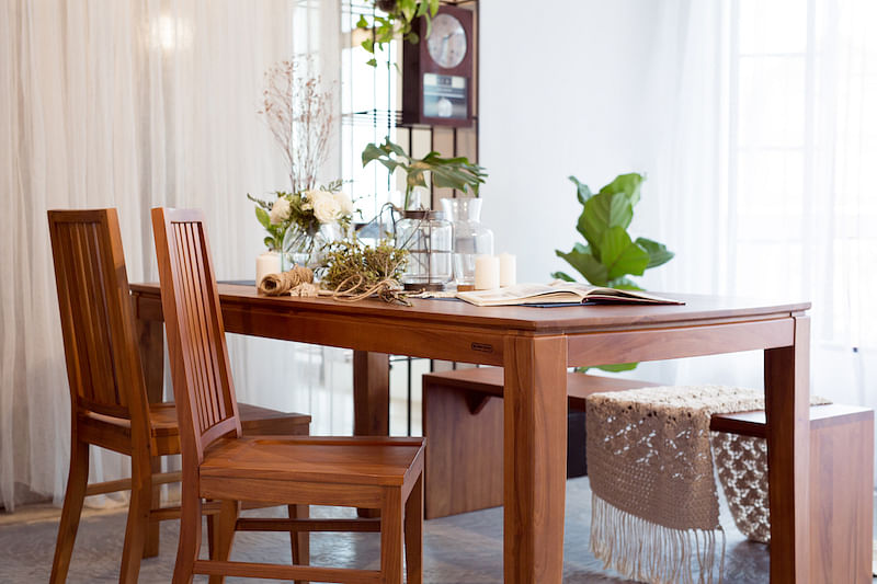 Where To Go For Teak Furniture That S Versatile Durable And