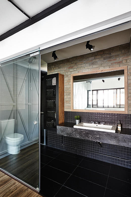 7 simple but modern HDB flat bathroom designs | Home ...