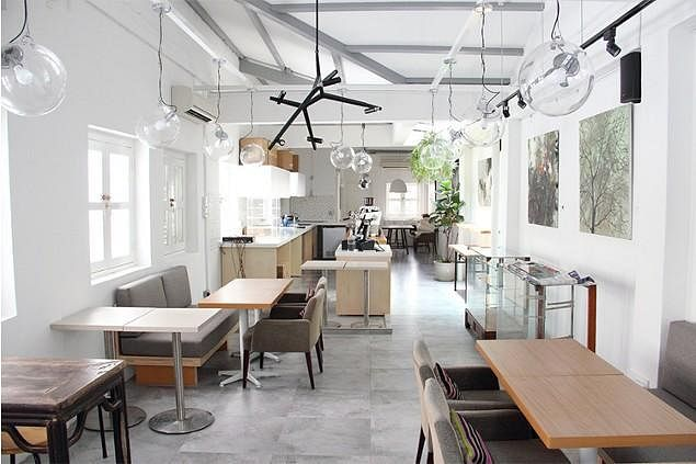 Go cafe hopping at these 9 minimalist cafes home decor for Minimalist home design singapore