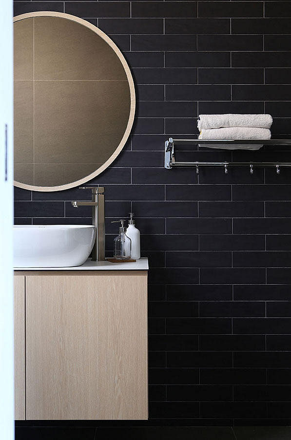 Subway Tiles 8 Bathrooms That Pulled Off The Look Home