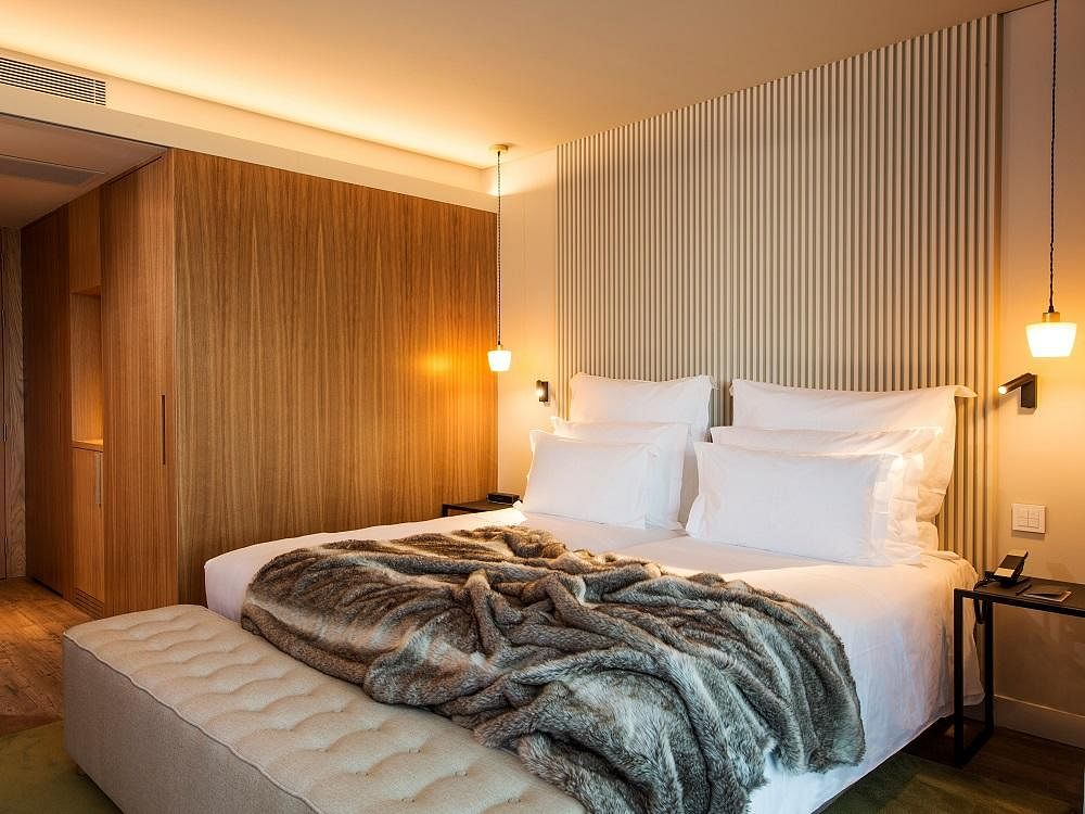 how to create a hotel bedroom look