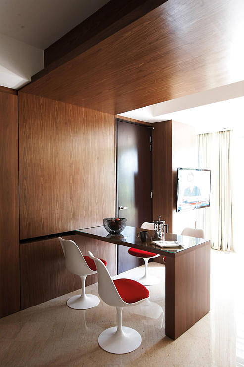 Homme space dining area