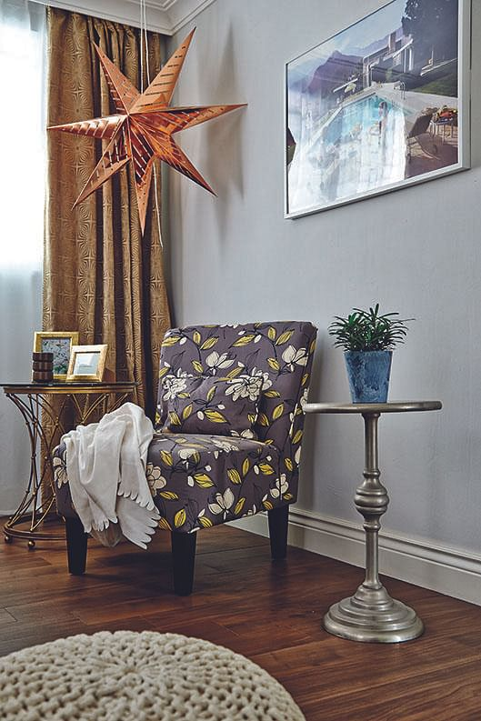English flat corner chair