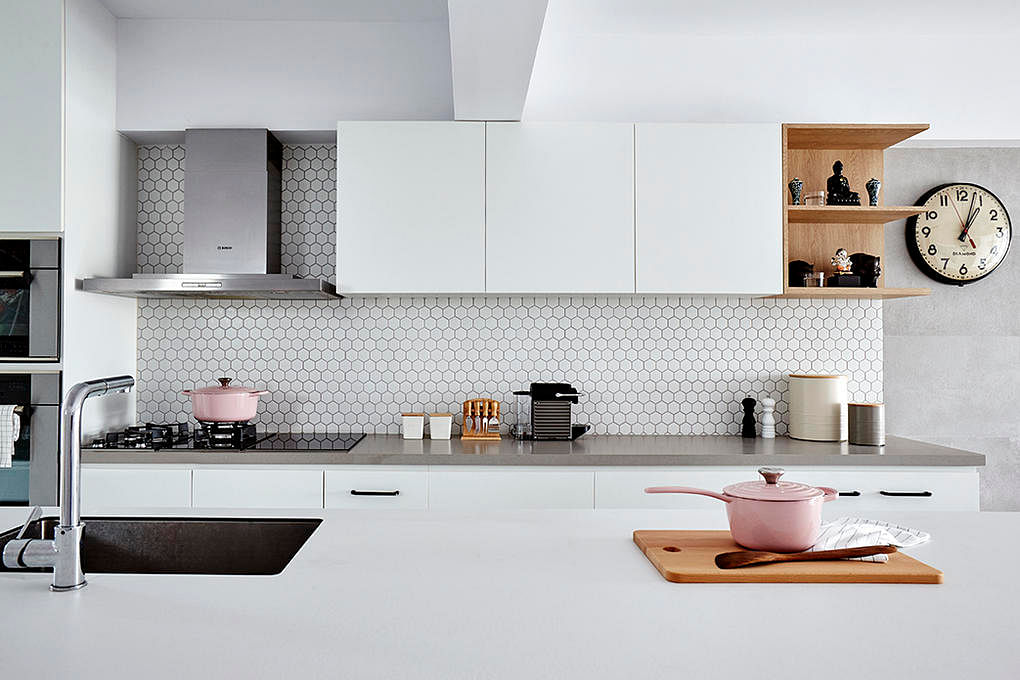 10 homes with hexagon tiles and motifs in their interior design ...