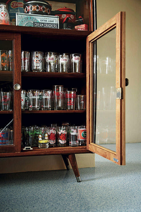 Design channel display cabinet