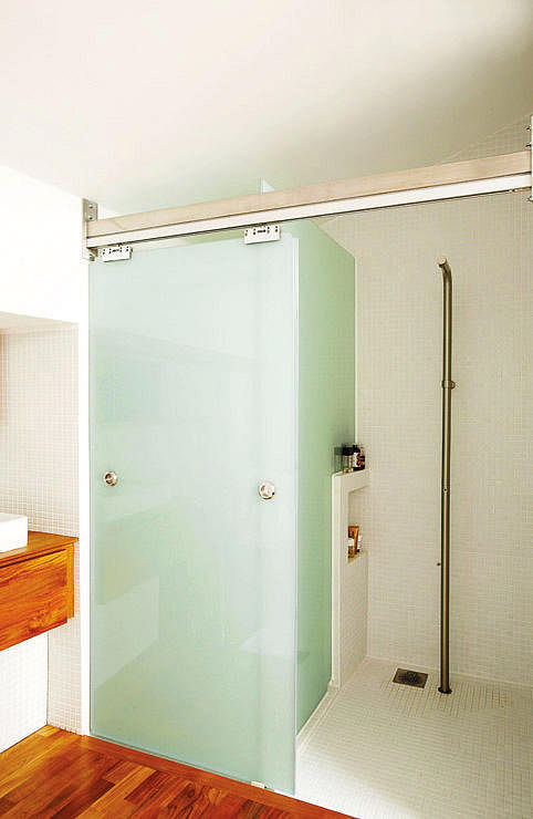 Spacious planners shower