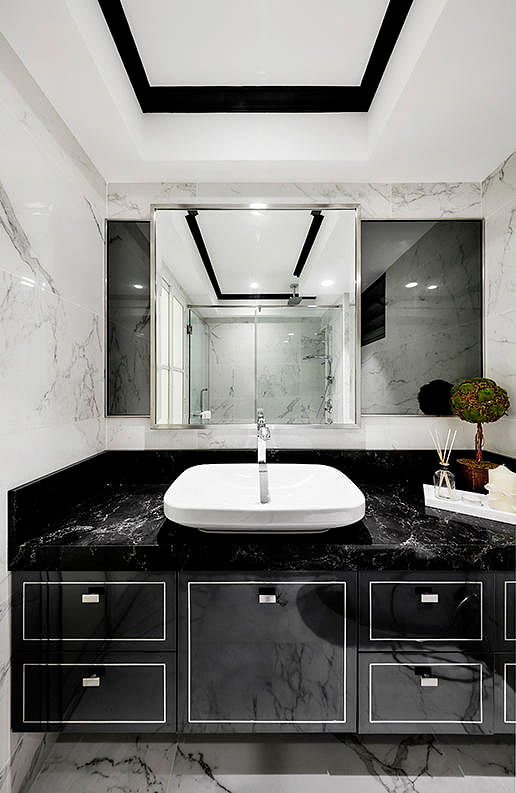 7 Sophisticated Mostly Black Bathrooms Home Amp Decor