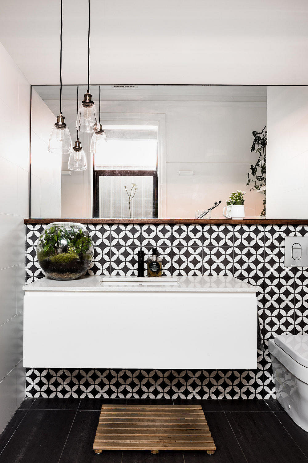8 small bathrooms that maximised their space stylishly - Anna s linens bathroom accessories ...
