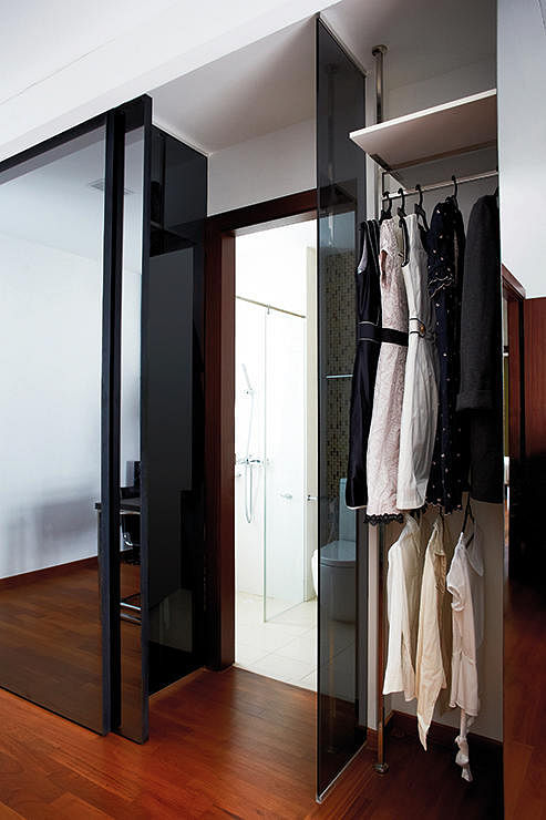 10 Creative Examples For Dividing Small Spaces: 10 Creative Ways To Enhance Small Spaces With Mirrors