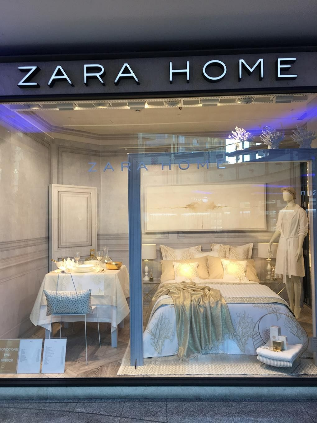 12 pretty home furnishings at zara home in madrid home decor singapore. Black Bedroom Furniture Sets. Home Design Ideas