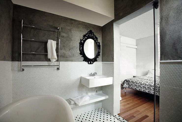 10 ways to make small bathrooms stand out home decor for Park designs bathroom accessories