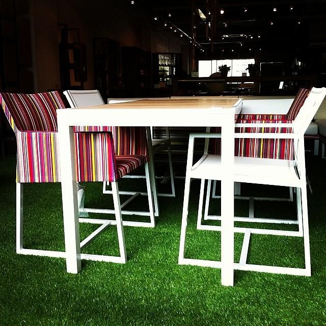 Outdoor dining set by luxury outdoor specialists Mamagreen