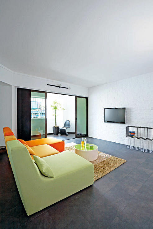Contemporary Style Home Decor In HDB Flat