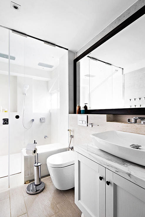 10 Fresh All White Design Ideas For Small Bathrooms