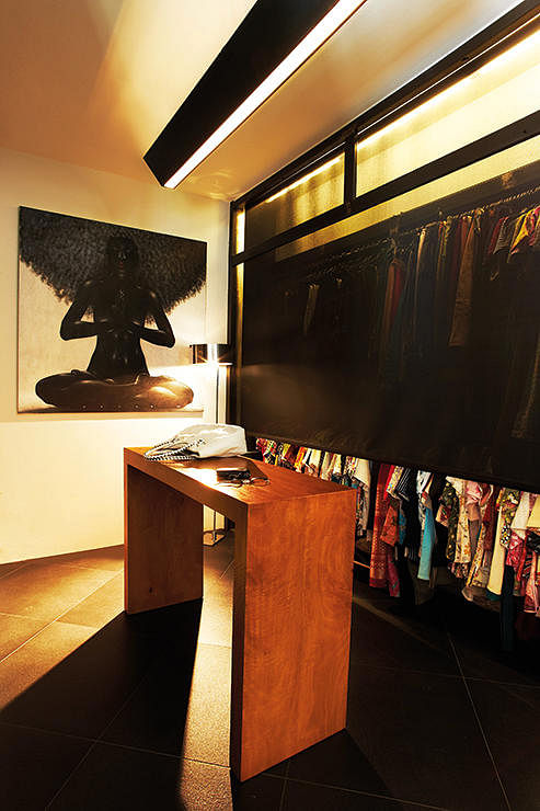 Want a walk in wardrobe in a small hdb flat here are 7 tips home - 7 Ways For Walk In Wardrobes In Hdb Flats Home Amp Decor