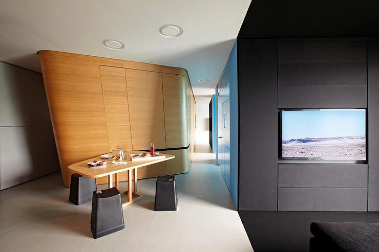 House Tour A Minimalist Home That Looks Like A Sci Fi Movie Set