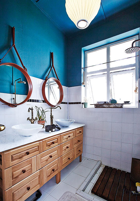 grafunkt, nathan, regal, blue, gubi mirrors, bathroom