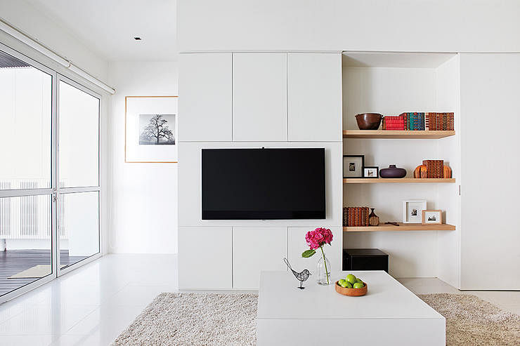 House Tour A Chic All White Home With Minimalist Details