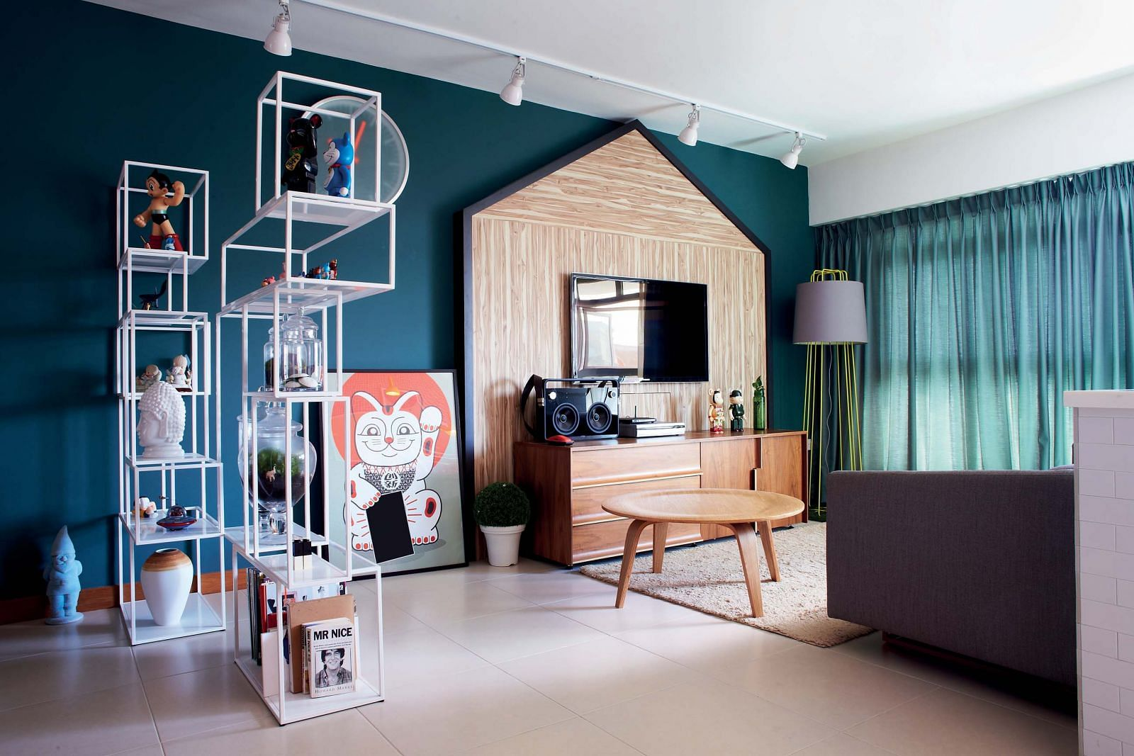 house tour a bold colourful five room hdb flat home. Black Bedroom Furniture Sets. Home Design Ideas