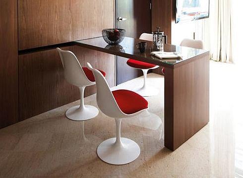 Tulip chair, knoll, eero saarinen, one-legged chair, space age