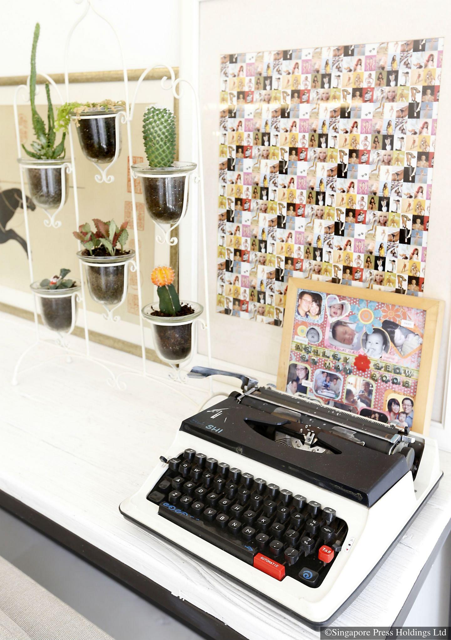vintage accessories typewriter