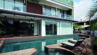 39212-larger-life-three-storey-bungalow